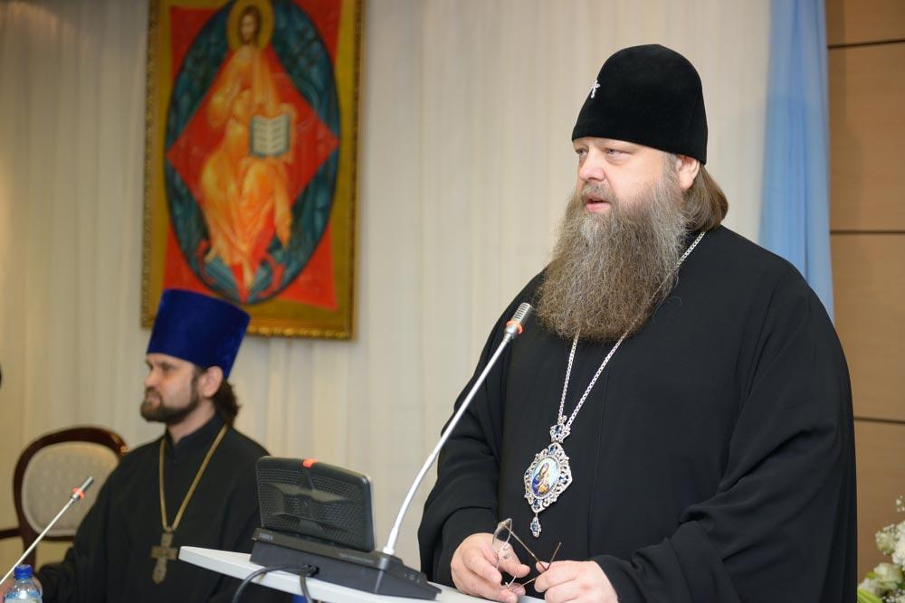 Митрополит Ростовский и Новочеркасский Меркурий (Иванов), протоиерей Андрей Мекушкин