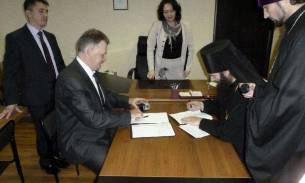 Епископ Орский и Гайский подписал договор о сотрудничестве с отделом образования Медногорска