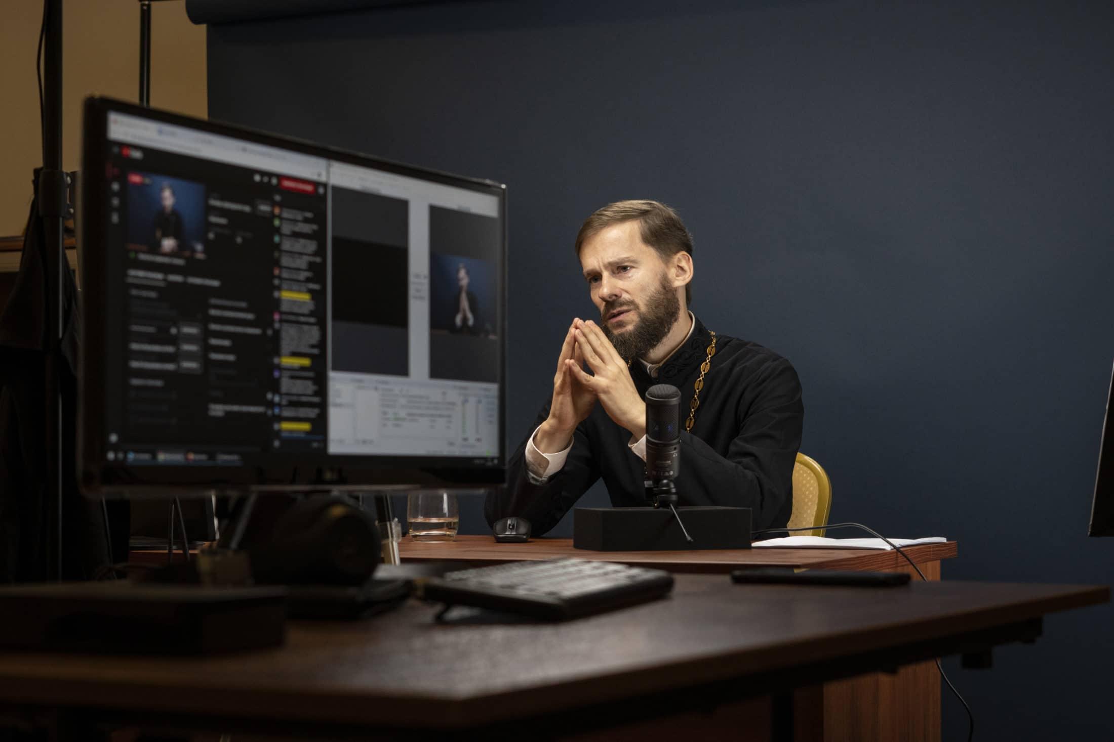 Синодальный ОРОиК провел вебинар по практическим рекомендациям основ приходского просвещения