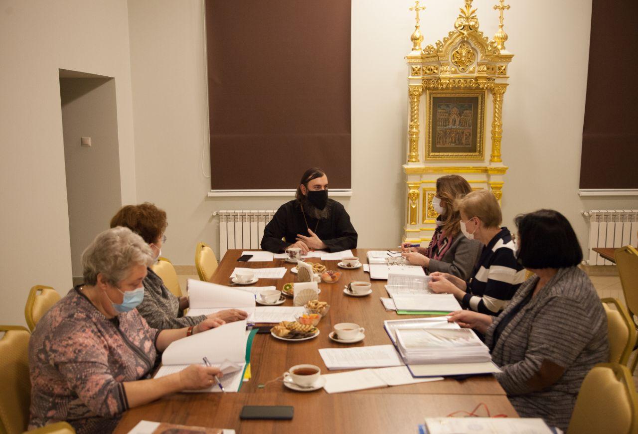 Иеромонах Трифон (Умалатов) возглавил заседание экспертной комиссии конкурса «За нравственный подвиг учителя»